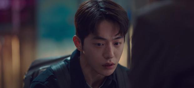 Vừa tỏ tình thất bại, nam phụ quốc dân Kim Seon Ho lại bị bóp cổ dọa giết ở Start Up tập 10 - Ảnh 2.