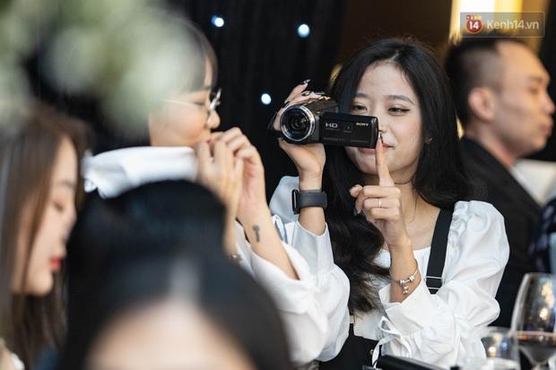 MisThy thân mật với cô gái lạ mặt trong lễ cưới Xemesis - Xoài Non, fan tìm ra info trong chớp mắt - Ảnh 5.