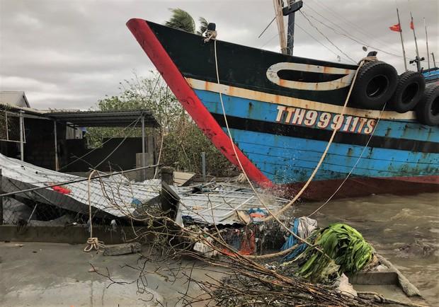 Thiệt hại nặng nề do bão số 13 gây ra tại miền Trung: 18 người bị thương, hơn 1.500 căn nhà bị tốc mái và sập - Ảnh 3.