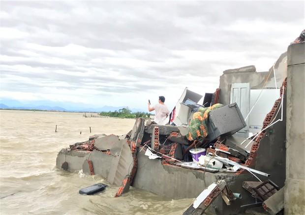 Thiệt hại nặng nề do bão số 13 gây ra tại miền Trung: 18 người bị thương, hơn 1.500 căn nhà bị tốc mái và sập - Ảnh 1.