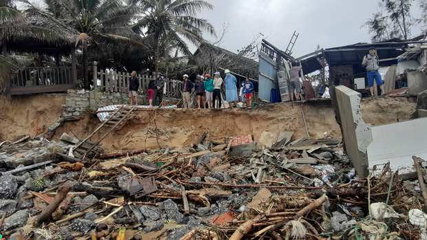 Thiệt hại nặng nề do bão số 13 gây ra tại miền Trung: 18 người bị thương, hơn 1.500 căn nhà bị tốc mái và sập - Ảnh 4.