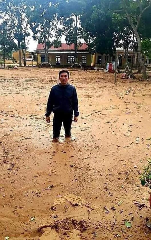 Bức ảnh before - after gây xúc động: Trường học Quảng Trị từng ngập bùn 1 mét đã đón học sinh trở lại - Ảnh 1.