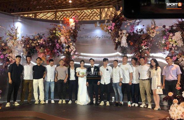 Dàn sao tuyển Việt Nam rạng ngời đến dự đám cưới Công Phượng - Viên Minh - Ảnh 1.