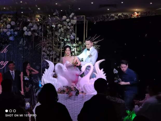 Thần đồng AoE Chim Sẻ Đi Nắng cực lịch lãm trong cưới - Ảnh 3.