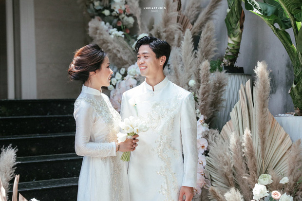 Vợ Công Phượng mặc váy cưới trơn nhẹ nhàng, cầm hoa cưới đắt đỏ khiến ai cũng liên tưởng ngay tới Song Hye Kyo - Ảnh 8.