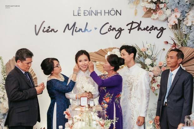 So ảnh Viên Minh - vợ Công Phượng trong đám hỏi và lễ rước dâu: Thay đổi màu áo nhưng thần thái vẫn miễn chê - Ảnh 7.