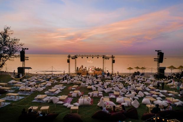 Review WOW Sunset Show: Không đèn led nào so được với ánh hoàng hôn, chẳng nhóm bè nào hoàn hảo hơn tiếng sóng biển - Ảnh 3.