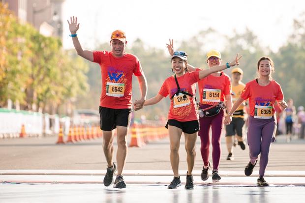 MXH ngập tràn hình ảnh về giải chạy marathon và show âm nhạc dưới hoàng hôn hot nhất cuối tuần vừa qua - Ảnh 3.