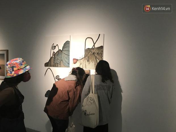 Hội sống ảo giẫm lên cả thông tin tác phẩm tại triển lãm ở Hà Nội, chê ít background đẹp và ở tầm 30 phút là chán - Ảnh 5.