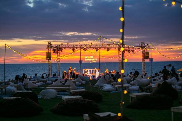 Review WOW Sunset Show: Không đèn led nào so được với ánh hoàng hôn, chẳng nhóm bè nào hoàn hảo hơn tiếng sóng biển - Ảnh 6.