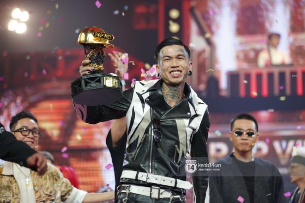 Dế Choắt (Rap Việt) nhận ít hơn ICD (King Of Rap) nửa tỷ tiền mặt, còn các giải thưởng khác thì sao? - Ảnh 3.