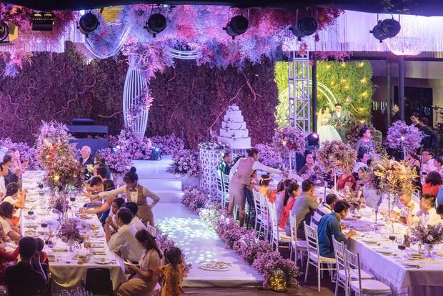 Độc quyền: Hé lộ không gian đám cưới Công Phượng - Viên Minh, sân khấu đèn pha hoành tráng lộng lẫy - Ảnh 6.
