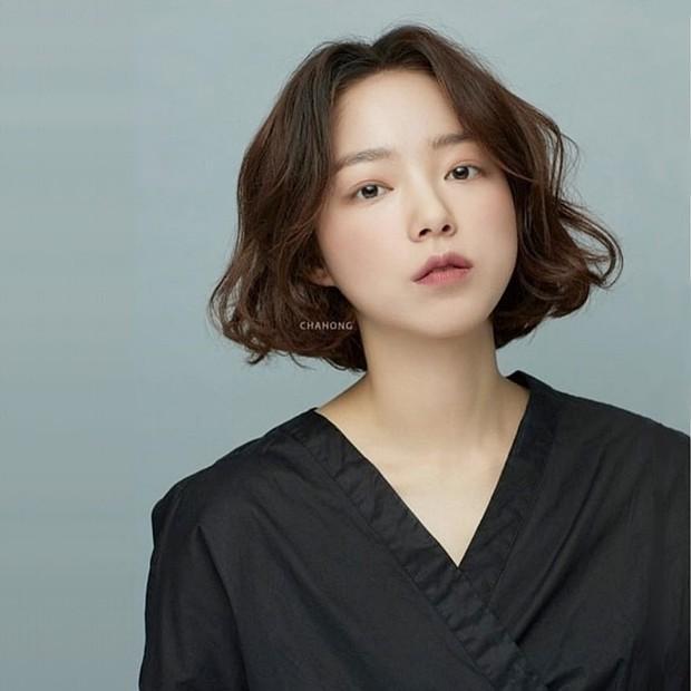 Stylist Hàn hé lộ 6 kiểu tóc ngắn cực sang mặt để các nàng tân trang nhan sắc trong 2 tháng cuối năm 2020 - Ảnh 7.
