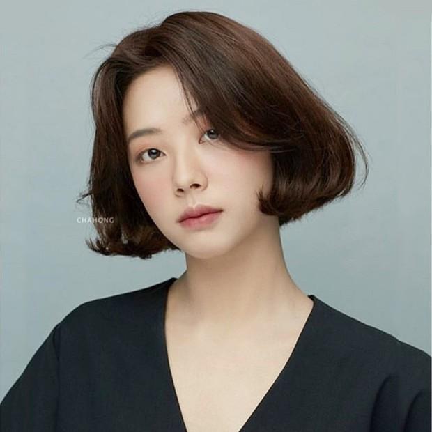 Stylist Hàn hé lộ 6 kiểu tóc ngắn cực sang mặt để các nàng tân trang nhan sắc trong 2 tháng cuối năm 2020 - Ảnh 9.