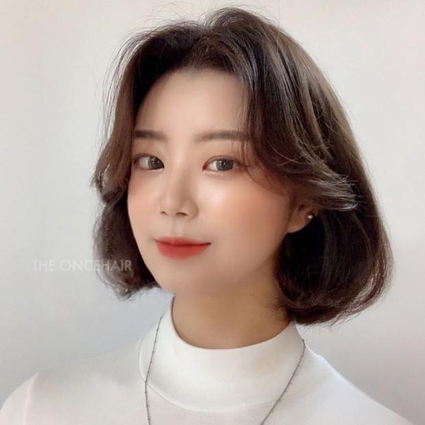 Stylist Hàn hé lộ 6 kiểu tóc ngắn cực sang mặt để các nàng tân trang nhan sắc trong 2 tháng cuối năm 2020 - Ảnh 10.