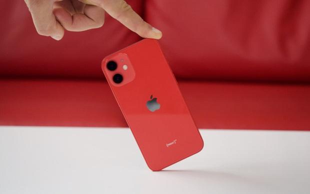 Thử nghiệm thực tế thời lượng sử dụng pin của iPhone 12 mini: Tệ đến mức nào? - Ảnh 1.