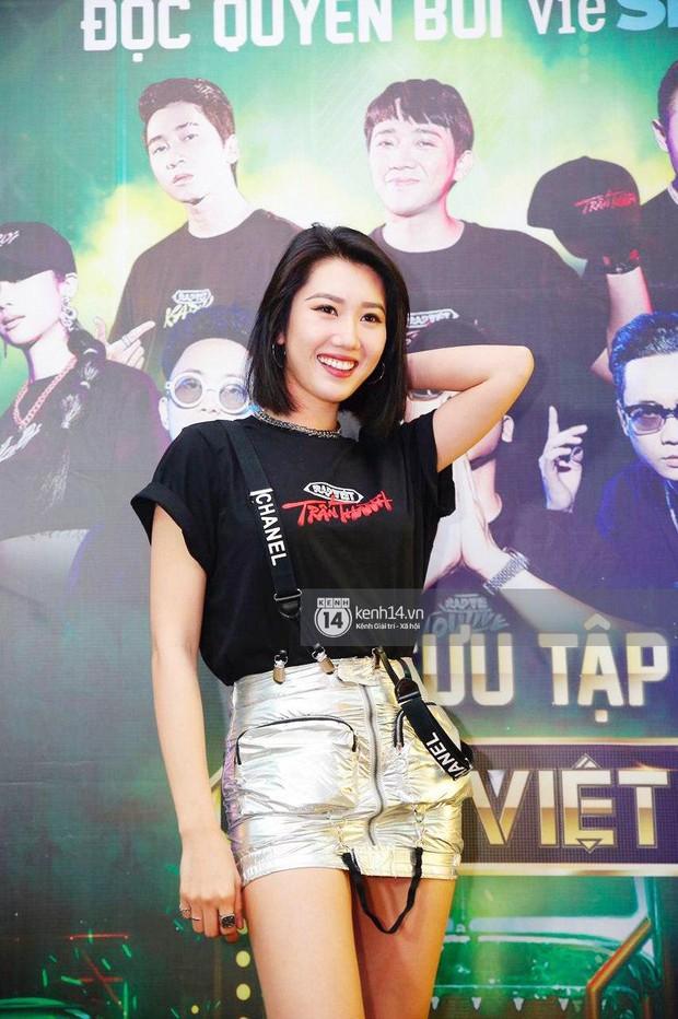 Dàn sao mặc cố đổ bộ 2 cuộc thi rap: Khả Như (Rap Việt) lên đồ rách tả tơi nhưng chưa gây choáng bằng MC Phí Linh (King Of Rap) - Ảnh 13.