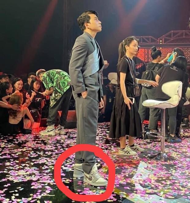 Góc thấu hiểu: Karik khóc vì bị giẫm bẹp giày cũng phải thôi, vừa tổn hại 200 triệu vừa phạm phải điều tối kỵ của giới sneaker head đây này! - Ảnh 3.