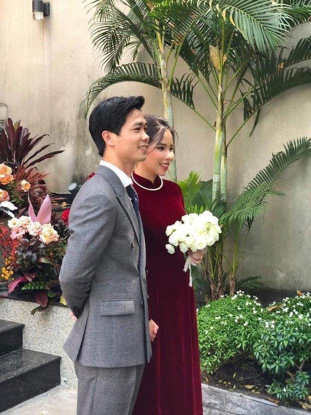 Đám rước dâu Công Phượng - Viên Minh: Cô dâu cực xinh, tay nắm chặt chú rể, dàn phù rể cầu thủ nô nức chuẩn bị tráp - Ảnh 2.