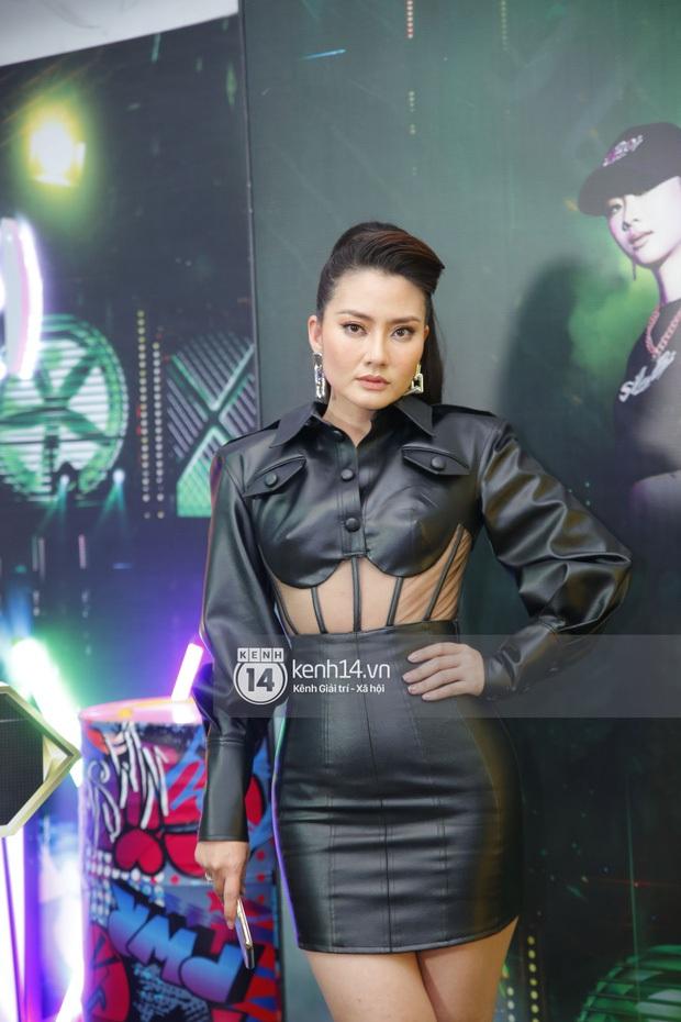 Dàn sao mặc cố đổ bộ 2 cuộc thi rap: Khả Như (Rap Việt) lên đồ rách tả tơi nhưng chưa gây choáng bằng MC Phí Linh (King Of Rap) - Ảnh 7.