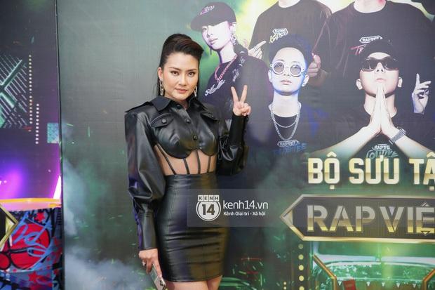 Dàn sao mặc cố đổ bộ 2 cuộc thi rap: Khả Như (Rap Việt) lên đồ rách tả tơi nhưng chưa gây choáng bằng MC Phí Linh (King Of Rap) - Ảnh 5.