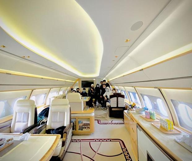 Dứt áo ra đi khỏi EXO, Hoàng Tử Thao giờ đây giàu tới mức nào: Sở hữu phi cơ riêng, đồng hồ, hàng hiệu đếm mỏi tay - Ảnh 2.