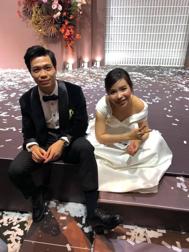 Khoảnh khắc Viên Minh xả vai cô dâu, ngồi bệt xuống cạnh Công Phượng sau đám cưới thấy vừa thương vừa hài - Ảnh 1.