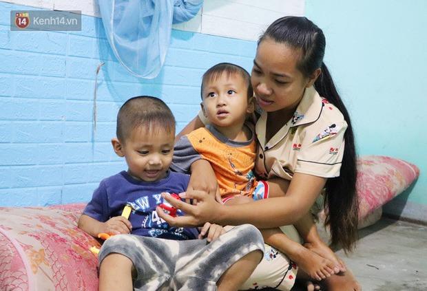 2 đứa trẻ đói ăn ở nhà chờ mẹ vào viện chăm cha bị tai nạn mà không đủ tiền chữa trị: Mẹ ơi, cha con đâu rồi - Ảnh 2.