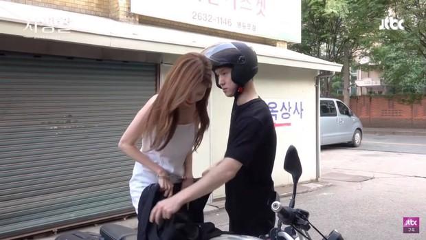 6 cảnh hậu trường ngọt lụi tim của Seohyun - Go Kyung Pyo: Cứ nghĩ tới màn hôn ép tường mà khoái á! - Ảnh 12.