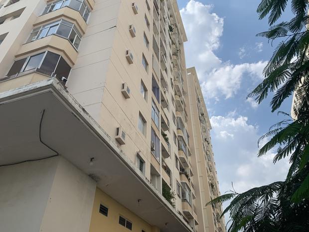 TP.HCM: Người phụ nữ 78 tuổi nghi rơi từ tầng 10 chung cư xuống đất tử vong, thi thể không nguyên vẹn - Ảnh 2.