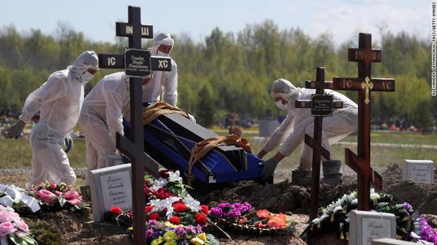 CNN: Cảnh tượng thi thể chất chồng hé lộ thực tại Covid-19 đầy tăm tối đang xảy ra ở Nga - Ảnh 5.