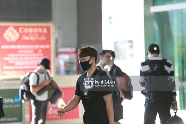 HOT: Hội bạn thân Công Phượng toàn là cầu thủ hot đang đổ bộ sân bay Phú Quốc, đi ăn cưới thôi mà ngầu như sao hạng A! - Ảnh 6.