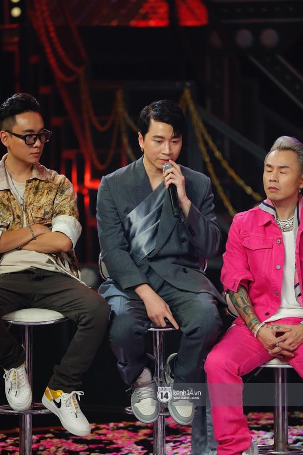 Karik chính thức gửi lời xin lỗi sau hành động gác chân lên xe người lạ chỉnh giày hậu Rap Việt - Ảnh 3.