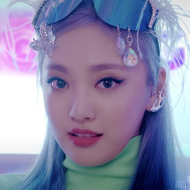 Soi nhan sắc aespa trong MV debut: Center thị phi lệch chuẩn nhà SM, bản sao Bích Phương cực xinh, 2 mỹ nhân còn lại như làm nền - Ảnh 12.