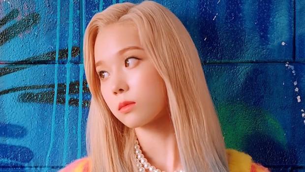 Soi nhan sắc aespa trong MV debut: Center thị phi lệch chuẩn nhà SM, bản sao Bích Phương cực xinh, 2 mỹ nhân còn lại như làm nền - Ảnh 20.