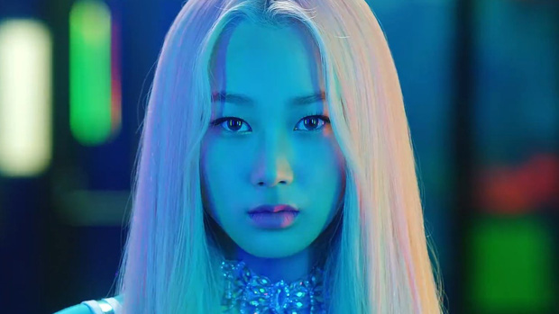 Soi nhan sắc aespa trong MV debut: Center thị phi lệch chuẩn nhà SM, bản sao Bích Phương cực xinh, 2 mỹ nhân còn lại như làm nền - Ảnh 15.