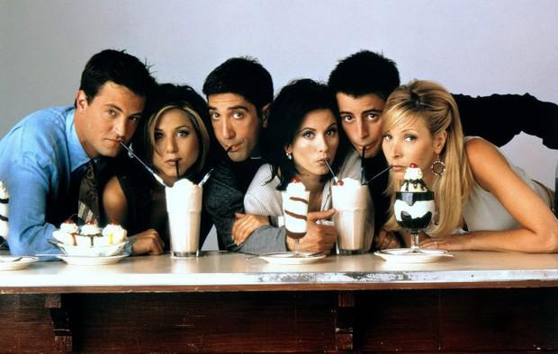 Dàn cast Friends huyền thoại tái ngộ sau 16 năm: Hứa sẽ đến dự đông đủ, ngồi vài phút mà ôm 70 tỷ mỗi người - Ảnh 1.