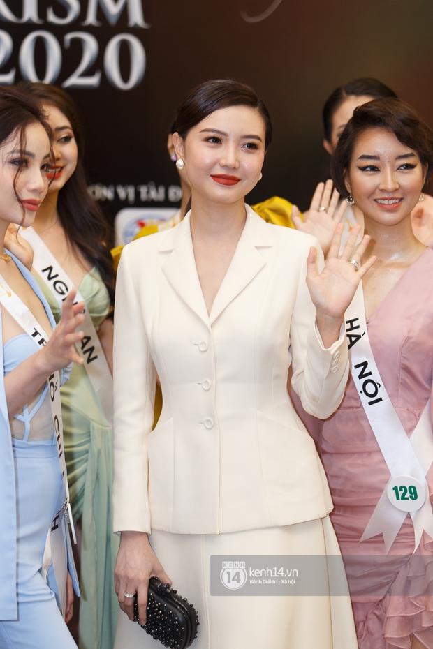 Ngọc Duyên tái xuất hậu tin đồn ly hôn chồng tỷ phú, Hoa hậu Khánh Ngân cùng dàn thí sinh đọ sắc cực căng tại Miss Tourism Vietnam 2020 - Ảnh 2.