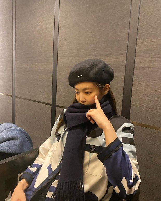 """Nghi Jennie (BLACKPINK) lộ """"hint"""" tình bạn với Jessica, netizen thắc mắc mối quan hệ rắc rối liên quan đến Kai - Krystal - Ảnh 2."""