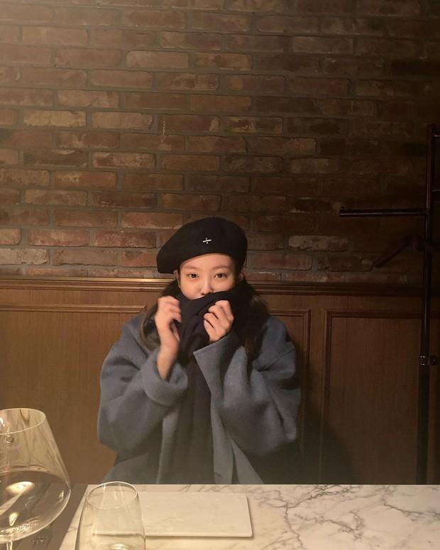 """Nghi Jennie (BLACKPINK) lộ """"hint"""" tình bạn với Jessica, netizen thắc mắc mối quan hệ rắc rối liên quan đến Kai - Krystal - Ảnh 4."""