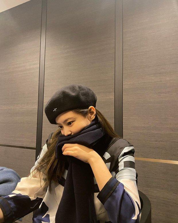 """Nghi Jennie (BLACKPINK) lộ """"hint"""" tình bạn với Jessica, netizen thắc mắc mối quan hệ rắc rối liên quan đến Kai - Krystal - Ảnh 3."""