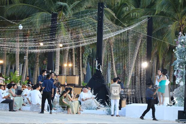 """2 siêu đám cưới hot nhất Vbiz tại Phú Quốc: Đông Nhi và Công Phượng đều mời dàn khách khủng, khung cảnh hôn lễ đẹp """"lả người"""" - Ảnh 18."""