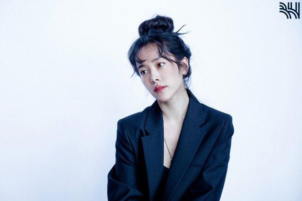 Yêu tinh hack tuổi hóa ra có thật, nhìn loạt ảnh hậu trường của mỹ nhân U40 Han Ji Min (Hoàng Tử Gác Mái) là đủ hiểu - Ảnh 5.