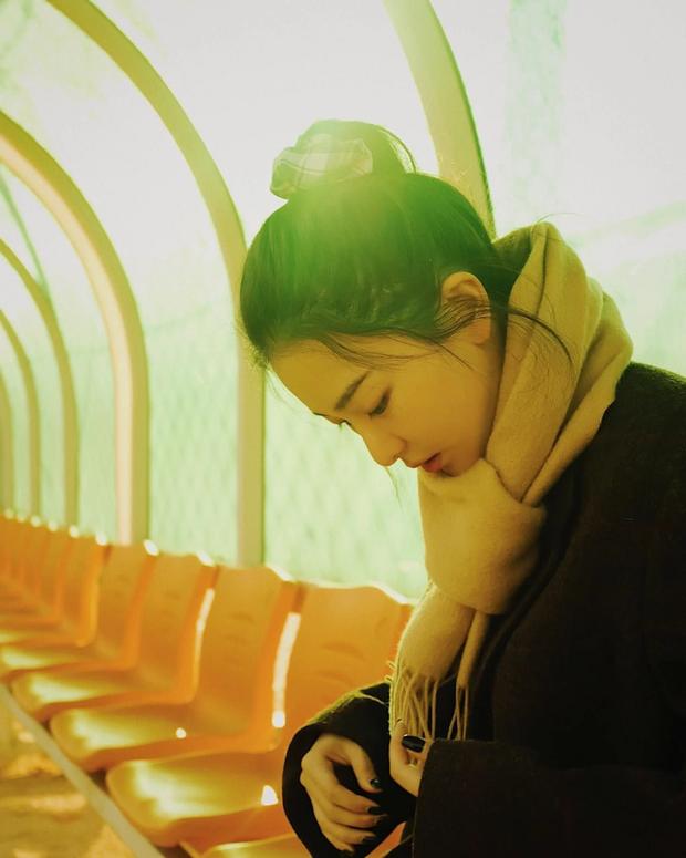 Seulgi (Red Velvet) thu về triệu tim chỉ nhờ bộ ảnh lá vàng mùa Thu, netizen tưởng hình tạp chí nhưng sự thật lại gây ngỡ ngàng - Ảnh 6.
