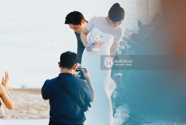Bộ ảnh hôn lễ đẹp nức nở của Công Phượng - Viên Minh tại Phú Quốc: Nụ cười vỡ òa, cái nắm tay thật hơn bất cứ câu chuyện ngôn tình nào! - Ảnh 9.