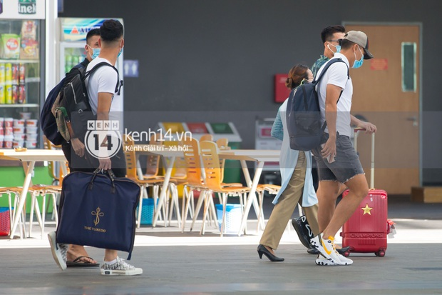 Dàn cầu thủ đã đến Phú Quốc ăn cưới Công Phượng: Dũng gôn giật spotlight, Tiến Linh xách theo vest cưới hứa hẹn đêm nay cực bảnh! - Ảnh 9.
