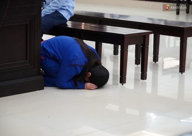 Nữ bị cáo bạo hành con gái 3 tuổi đến tử vong quỳ gối, gào khóc xin lỗi mẹ đẻ và bố mẹ chồng: Bị cáo chưa bao giờ thôi dằn vặt với bản thân mình - Ảnh 3.
