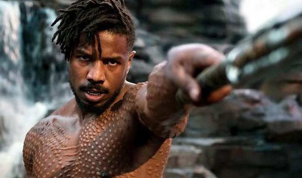 Michael B. Jordan được chọn là Người đàn ông quyến rũ nhất 2020, fan hè nhau ôn lại cảnh lột áo nóng bỏng ở Black Panther - Ảnh 4.