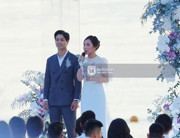 Party sau hôn lễ Công Phượng tại Phú Quốc: Dàn cầu thủ mặc quần hoa quẩy game cực lầy, cô dâu chú rể tấp nập tiếp rượu! - Ảnh 6.