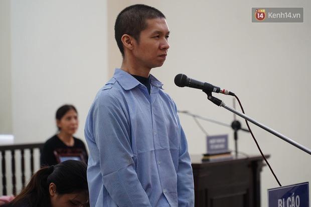 Xét xử vụ bé 3 tuổi bị mẹ ruột và bố dượng đánh đến tử vong: 2 bị cáo bật khóc, thay đổi lời khai, không thừa nhận bạo hành con - Ảnh 14.